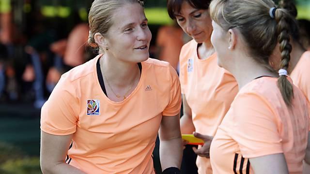 Schweizer Referee Esther Staubli (l) leitete Champions-League-Final