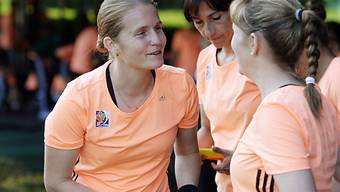 Schweizer Referee Esther Staubli (l) leitete Champions-League-Final
