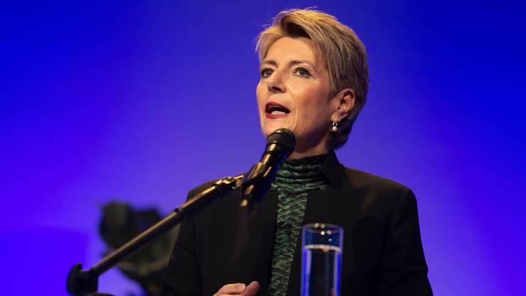 Auftritt um Auftritt gegen die Konzerninitiative: Karin Keller-Sutter, hier an einem Podium der Industrie- und Handelskammer Zentralschweiz Anfang November.