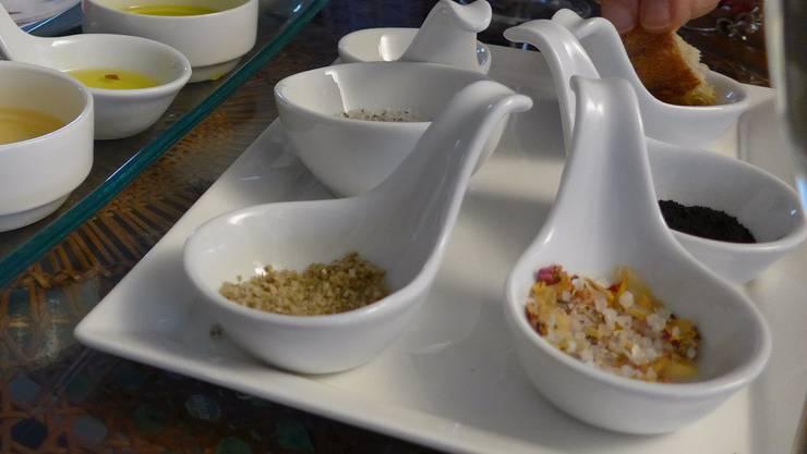 Spezialitätensalze sind entgegen der landläufigen Meinung nicht gesünder als das herkömmliche Tafelsalz.