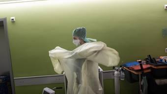 Eine Ärztin auf der Intensivstation des Spitals La Carità in Locarno.