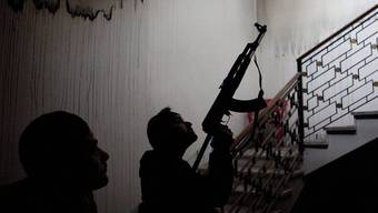 Sollen laut Lawrow keine Waffen aus dem Ausland erhalten: Syrische Rebellen (Archiv)
