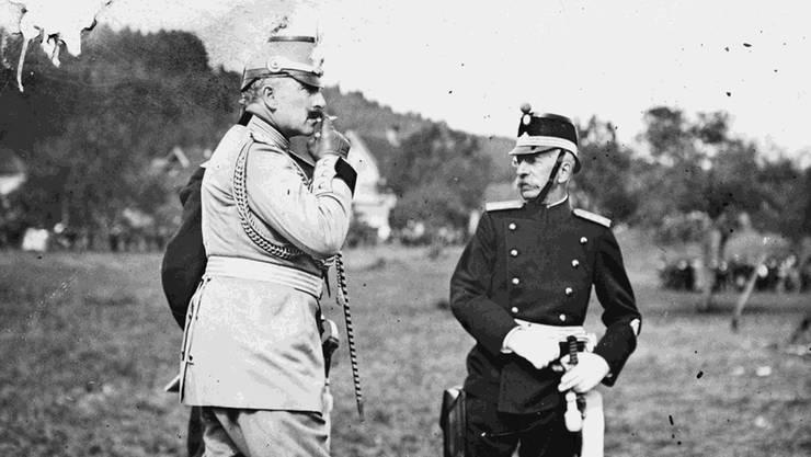 Kaiser Wilhelm II. und Bundesrat Arthur Hoffmann (rechts) im Gespräch an den Kaisermanövern im Jahr 1912. Staatsarchiv St. Gallen