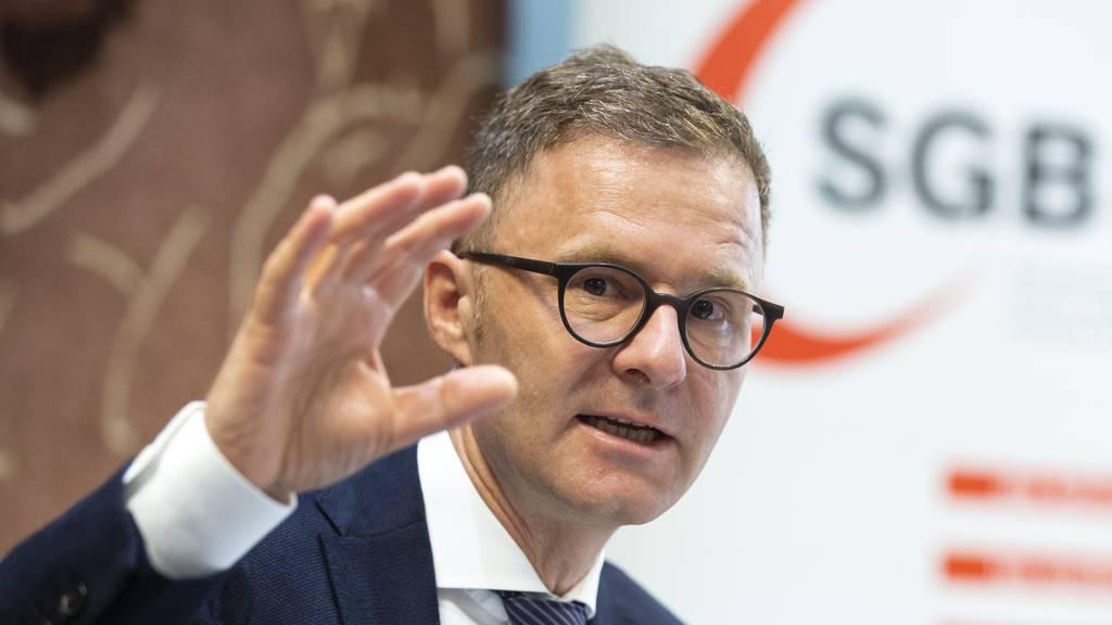 SGB-Chefökonom Daniel Lampart will verhindern, dass Arbeitnehmende aus Angst krank an den Arbeitsplatz gehen.