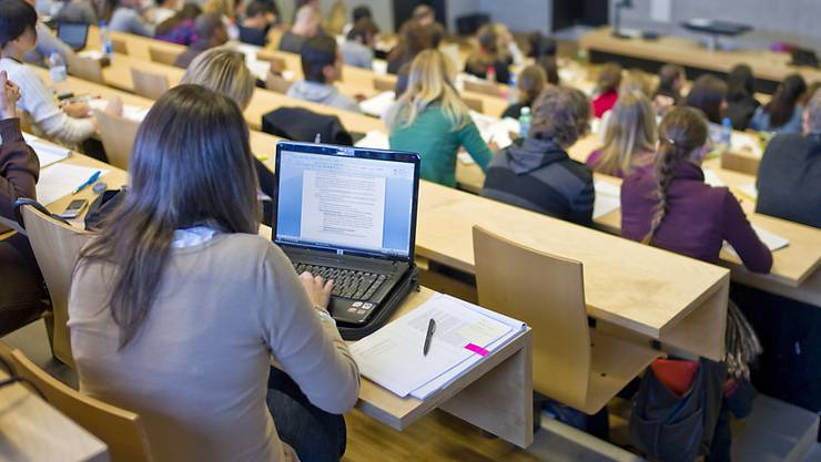 Die Vorlage zum revidierten Stipendiengesetz ist umstritten, weil Studenten künftig ein Drittel des Stipendiums beim Kanton als Kredit aufnehmen und später zurückzahlen sollen. (Archiv)