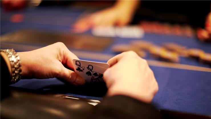 Veranstaltende von Kleinspielen können den Reingewinn wie bisher für ihre Zwecke verwenden. Dazu gehören neu auch kleine Pokerturniere. (Symbolbild)