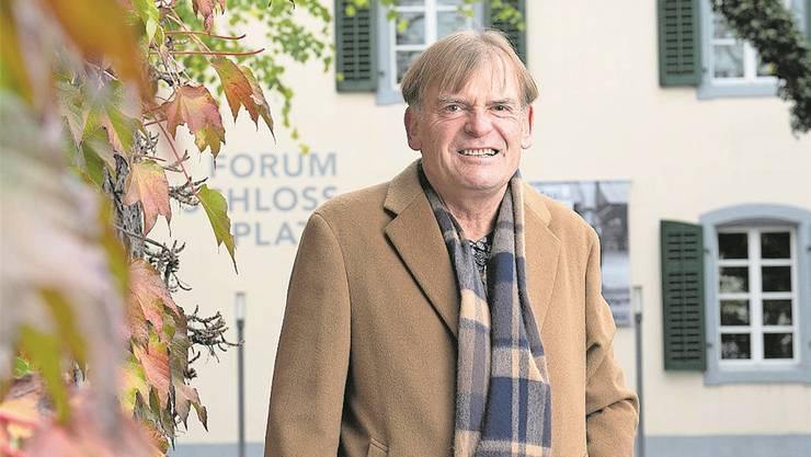 Pitsch Schmid, der Präsident des Vamus, vor dem Forum Schlossplatz in Aarau. «Ohne die Freiwilligen müssten viele Museen schliessen», sagt er.