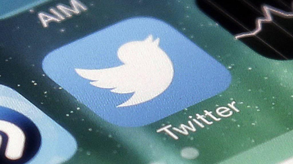 Der Kurznachrichtendienst Twitter schützt die Identität eines Trump-Kritikers mit einer Klage gegen die US-Regierung. (Symbolbild)