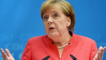 Bundeskanzlerin Angela Merkel erläutert vor den Medien in Berlin die Einigung, die sie mit ihrem Innenminister Horst Seehofer und dessen CSU gefunden hat.