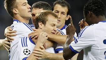 Kiews Oleg Gussew (m.) erzielte bereits in der 3. Minute das 1:0 für Dynamo.