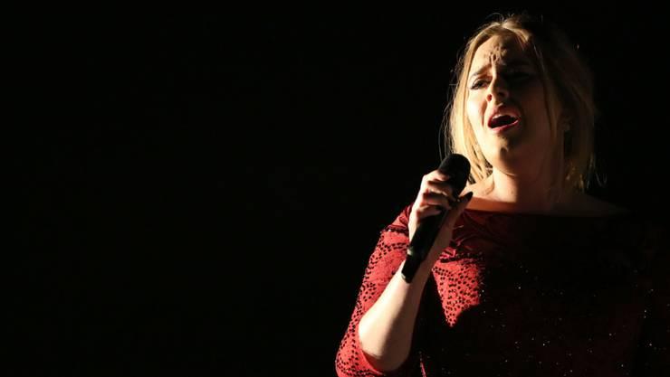 Ein bewegender Moment: Adele forderte beim Konzert in London 14'000 Fans zum Mitsingen auf - für die Opfer von Brüssel. (Archiv)