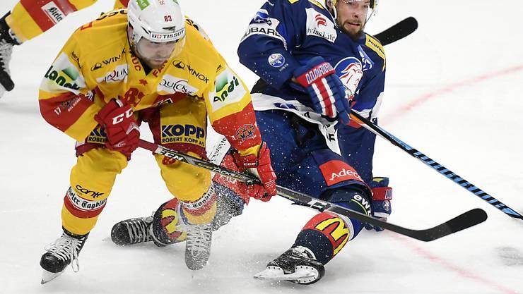 Sinnbildlich: ZSC-Topskorer Robert Nilsson (rechts) kommt gegen den Bieler Mauro Dufner ins Straucheln