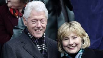 Hillary Clinton mit Ehemann Bill und neuer Frisur (Archiv)