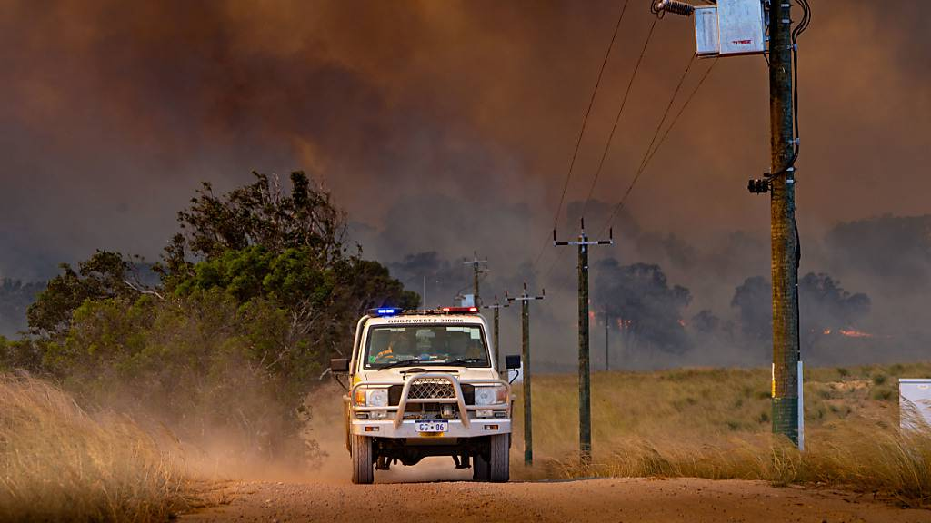 *FILE IMAGE* A supplied image shows firefighters working at the site of the Red Gully bushfire near Gingin, north of Perth, Tuesday, January 5, 2021. (AAP Image/Supplied by the Department of Fire and Emergency Services, Evan Collis) NO ARCHIVING