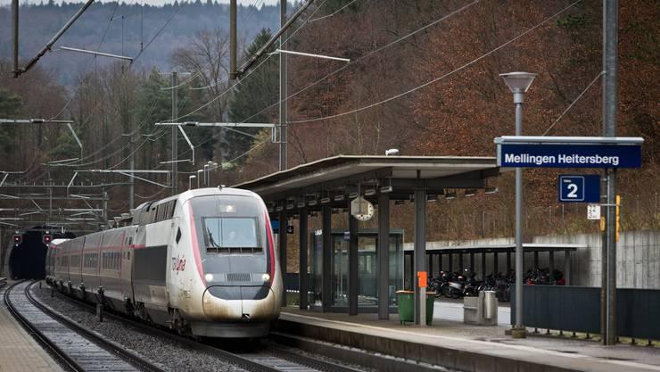 Der Bahnhof Mellingen-Heitersberg mit dem Tunneleingang zum Heitersbergtunnel. Aufgenommen am 1. Februar 2013.
