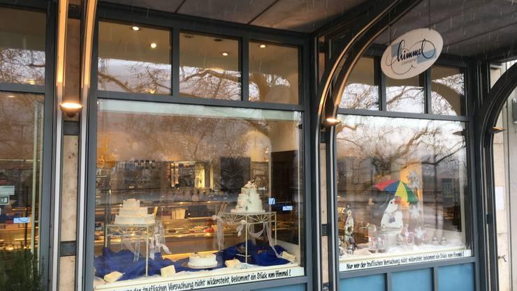 Am Sonntag waren die Vitrinen im Laden am Bahnhofplatz wieder gut gefüllt mit Torten, Butterzöpfen und Patisserie.