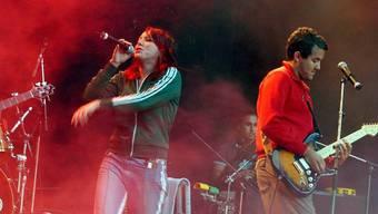 Heute sieht Musiker und Produzent Roman Camenzind (rechts) die Fehler seiner 90er-Jahre-Band Subzonic - hier bei einem Auftritt am Open Air Hoch-Ybrig 2002 - ein.