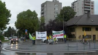 Grüne besetzen Markthof-Kreisel und demonstrieren gegen Ostaargauer Strassenentwicklung und für den Mättelisteg anstelle des Martinsbergtunnels