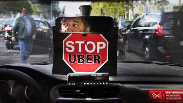 In Basel gerieten Uber- und Taxifahrer aneinander. (Symbolbild)