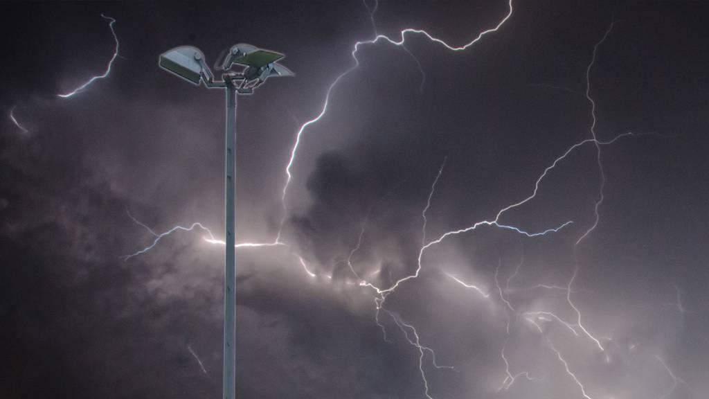 Können Sportplätze vor Blitzeinschlägen geschützt werden?