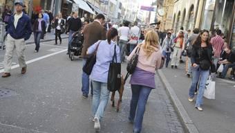 Der Grosse Rat will abends längeres Shoppen ermöglichen.