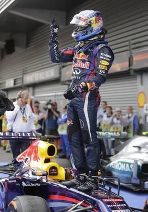 Sieg! Vettel freut sich vor seinen Red-Bull-Teamkollegen