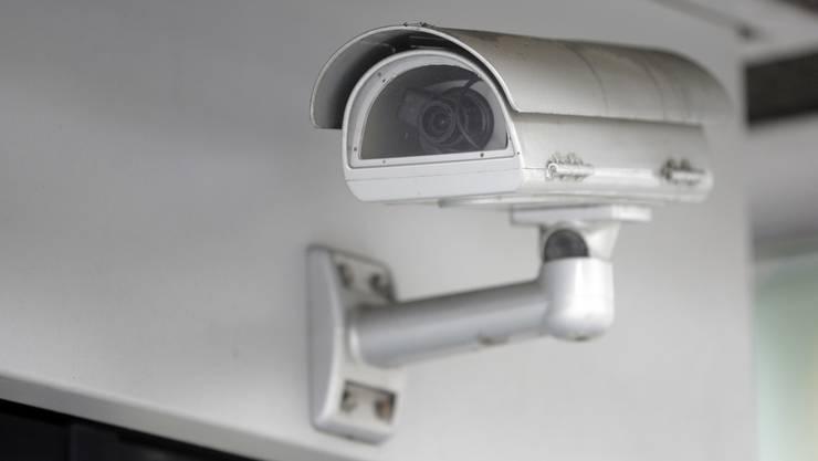 Eine Überwachungskamera überführte den Abfallsünder. (Archiv)
