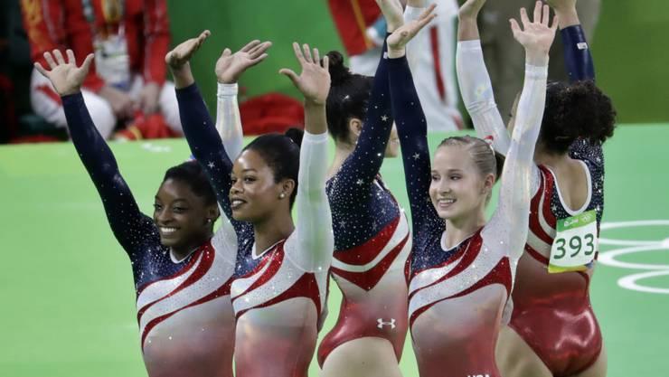 Die amerikanischen Kunstturnerinnen holten im Team-Final der Frauen erwartungsgemäss Gold