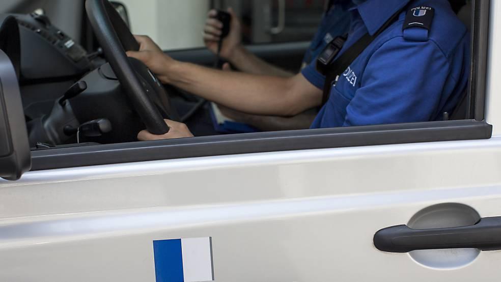 Streit auf Parkplatz: Fussgänger schlägt Autofahrer