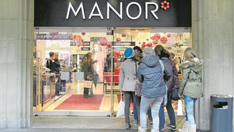 In der Zürcher Manor-Filiale herrscht Ausverkaufsstimmung.