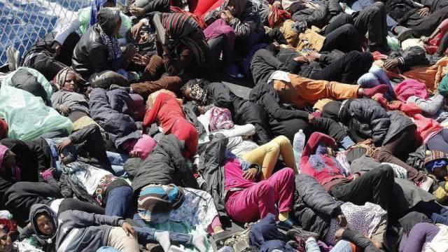Gerettete Flüchtlinge vor Lampedusa (Archivbild)