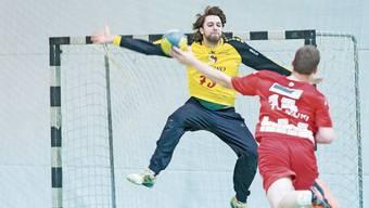 Sascha Rudi (links), Goalie von Handball Wohlen, in Aktion. Ende Saison hört er auf.