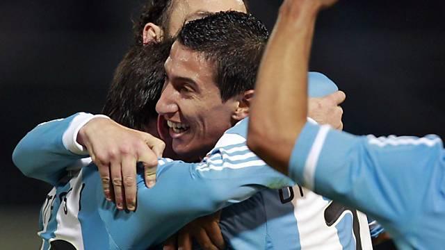 Argentinien feiert ersten Sieg ausgelassen.