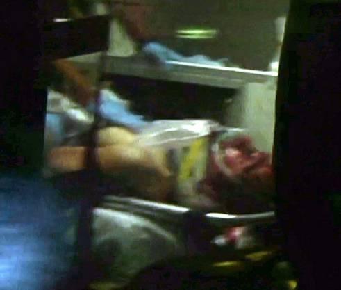 Der verletzte Dschochar Zarnajew im Ambulanzfahrzeug