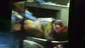 Der verletzte Dschochar Zarnajew im Ambulanzfahrzeug.