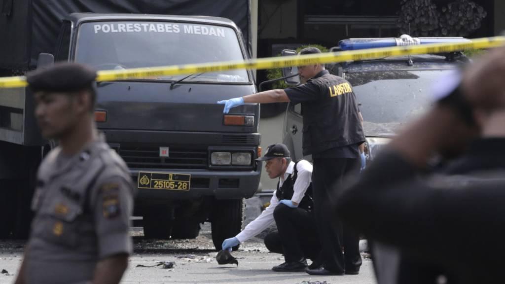 Auf der indonesischen Insel Sumatra hat sich am Mittwoch ein Selbstmordattentäter in die Luft gesprengt und sechs weitere Menschen verletzt. Der Angreifer verübte den Anschlag in der Stadt Medan vor einer Polizeiwache während des Morgenappells, wie die Polizei mitteilte.