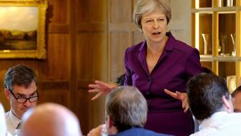 Das britische Kabinett um Premierministerin Theresa May einigt sich auf eine gemeinsame Brexit-Strategie.