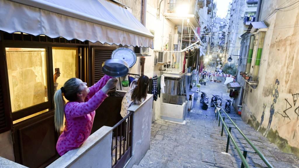 Musik auf Balkonen gegen Viruskrise in Italien
