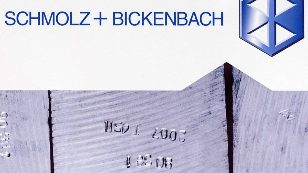 Der Stahlkonzern Schmolz+Bickenbach verharrt weiter in den roten Zahlen. Der Verlust hat sich 2016 aber im Vergleich zu 2015 verkleinert.