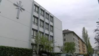 In einer Woche wird in Basel ein grosses Scientology-Zentrum mitten im Iselin-Wohnquartier eröffnet. Bei den Quartierbewohnern stösst der neue Nachbar auf grosse Ablehnung.