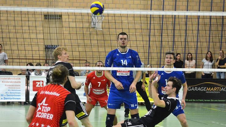 Leon Dervisaj im ersten Saisonspiel gegen Lausanne in Rücklage.