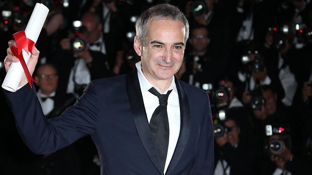 Olivier Assayas am Filmfestival Cannes, wo er für «Personal Shopper» den Regiepreis erhielt. Nun legt das Zurich Film Festival nach - mit dem A Tribute to...Award. (Archivbild)