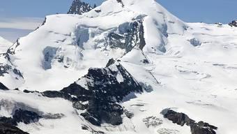 Der Fee- und Allalin-Gletscher oberhalb von Saas-Fee: Ein französischer Tourenskifahrer hat sich hier bei einem Lawinenniedergang tödlich verletzt. (Archivbild)