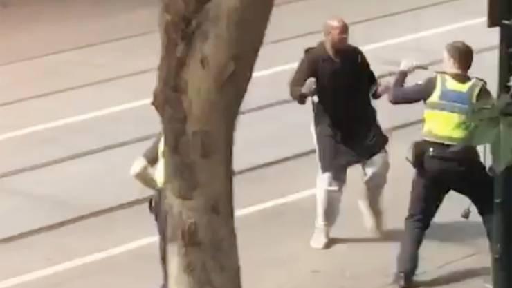 Eine Überwachungskamera hielt die Messer-Attacke in der Fussgängerzone in der Innenstadt von Melbourne fest.
