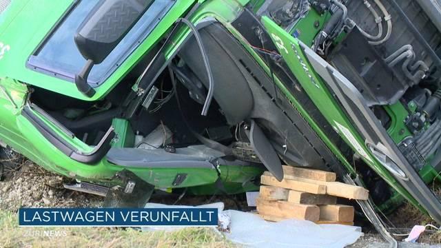 Lastwagenunfall in Sellenbüren