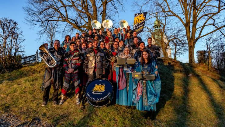 Das alljährliche Gruppenfoto im aktuellen Kostüm entstand dieses Jahr auf dem Schlossberg in Laufenburg.