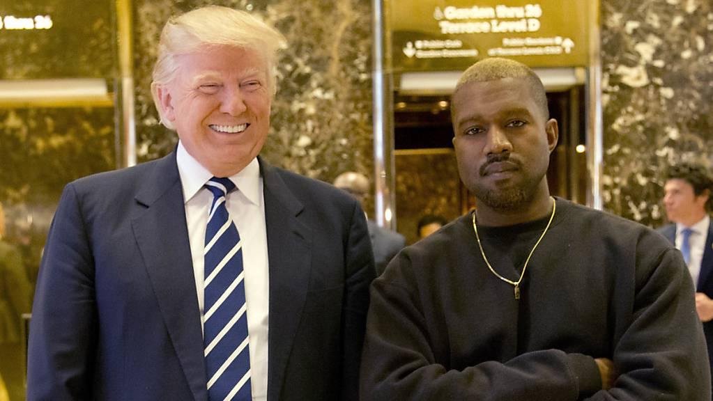 ARCHIV - Donald Trump und Kanye West bei einem Treffen im Trump Tower im Dezember 2016. Foto: Seth Wenig/AP/dpa