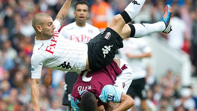 Fulhams Mladen Petric vor unsanfter Landung