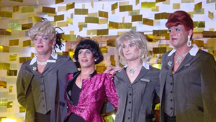 Angefangen hatte alles, als sechs junge Männer aus Jux als Frauen verkleidet an einer Geburtstagsfeier auftraten. 1996 war die Geburtsstunde der Never Come Back Airline.