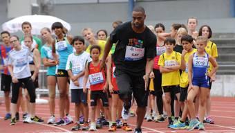 In der Basler Schützenmatte trainieren Leichtathletik-Stars mit Kindern